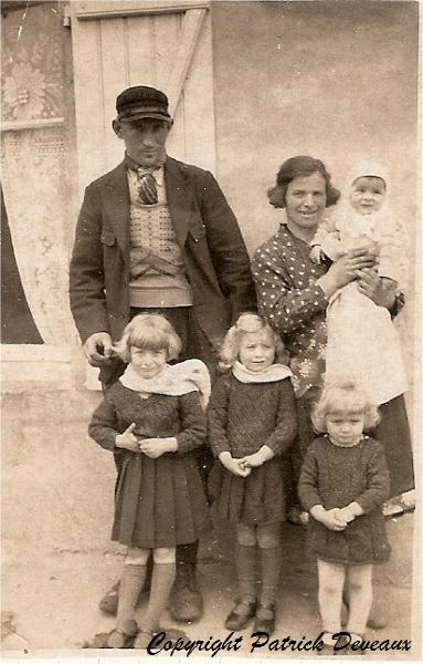 candeille-eugene-sa-femme-ses-4-filles-1934_GF