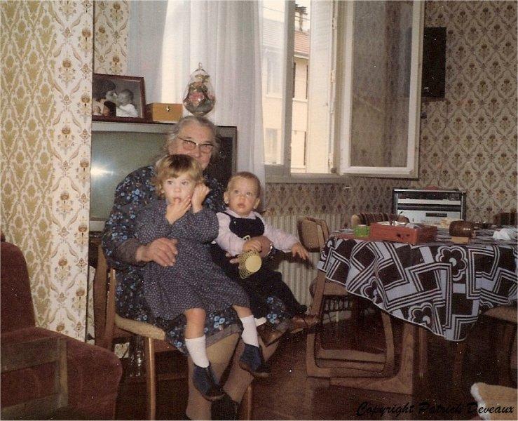 Malingrey-Madeleine-ar-petits-enfants-1983_GF